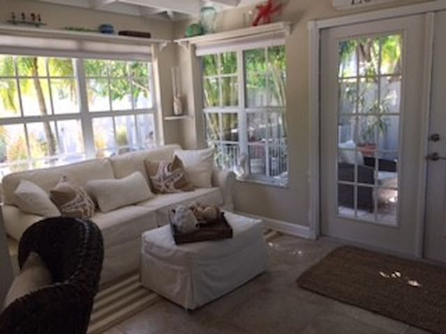 A Secret Garden Cottage - Longboat Key