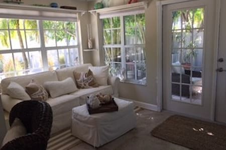 A Secret Garden Cottage - Longboat Key - Casa