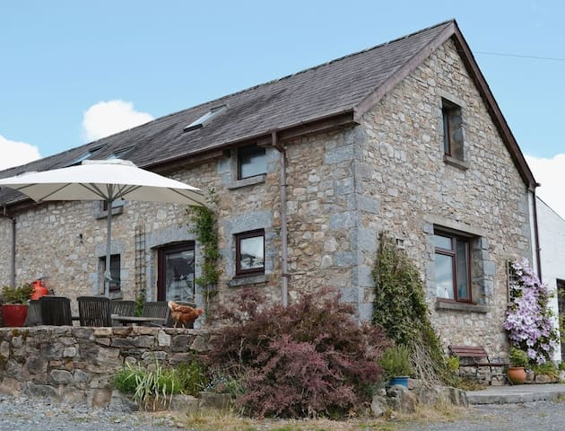 THE GRANARY BARN - Coastal Wood Holidays  Nr Tenby