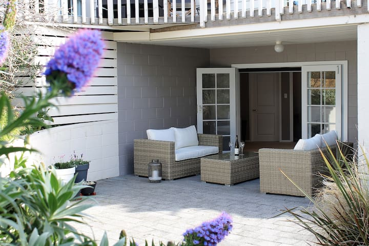 French doors lead to the private courtyard