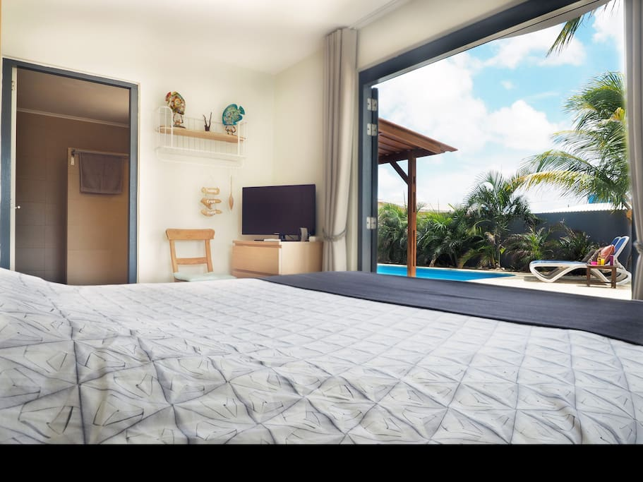 DeLuxe suite with pool view