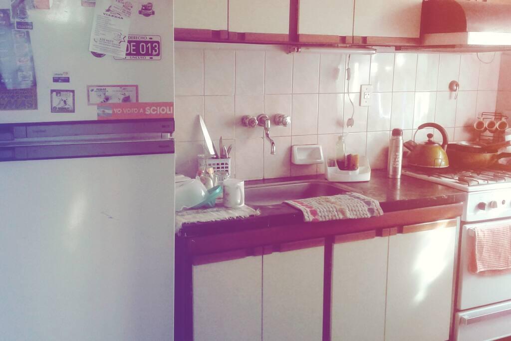 Cocina equipada, con horno y lavadora incluida