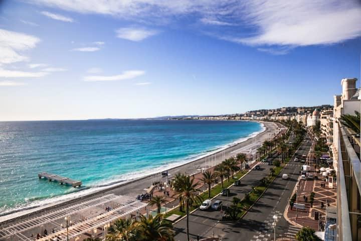 Promenade des Anglais Studio with Swimming pool