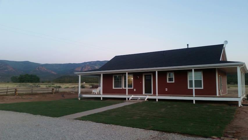 Diane's Farm House/Country Living