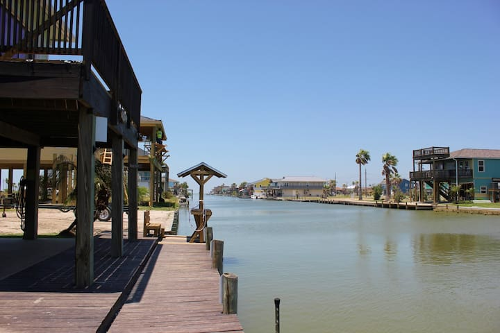 Sand Bar - Beautiful Canal Home In Holiday Beach