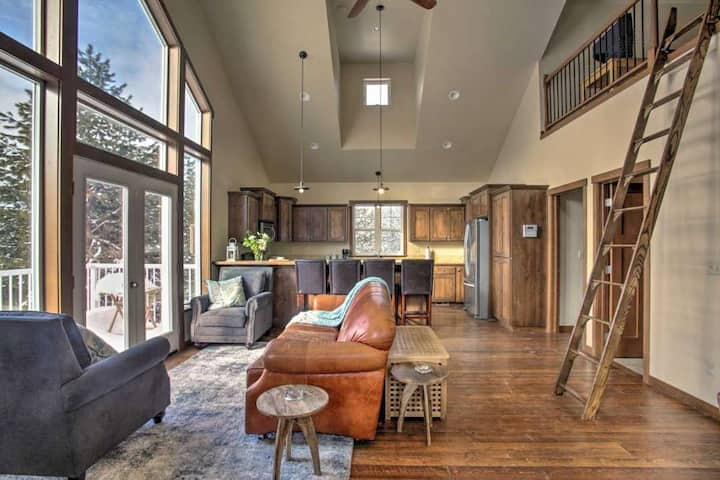 Cozy Loft on 22-Acre Farm, 8 Mi. to Downtown