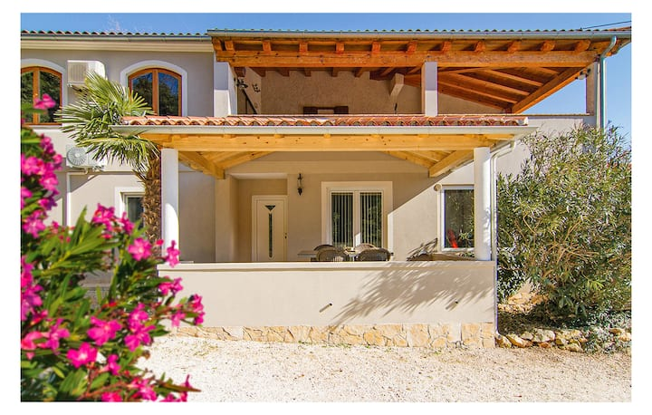 Stunning home in Banjole with WiFi and 1 Bedrooms