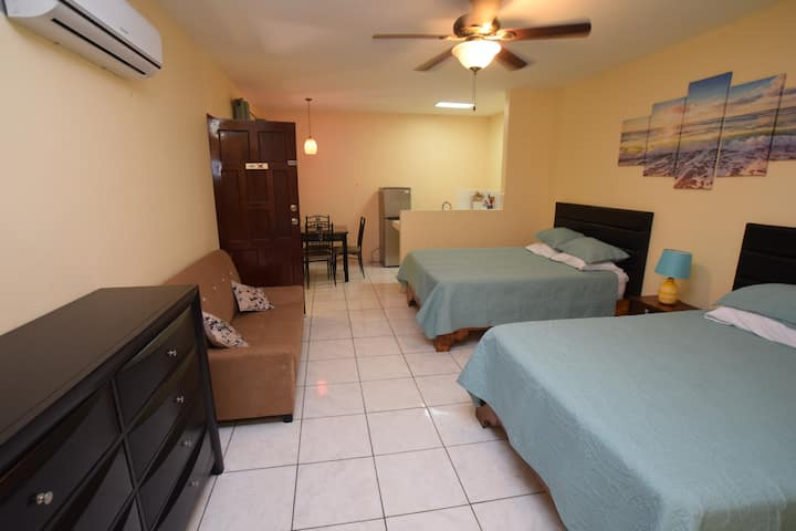 50 mtrs to Playa Hermosa - 2 beds kitchenette
