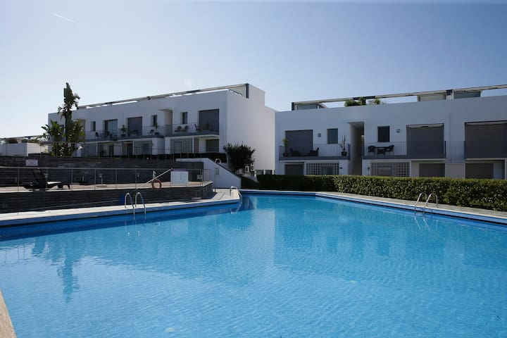 Luxury Apartment with Sun Deck and Swimming Pool