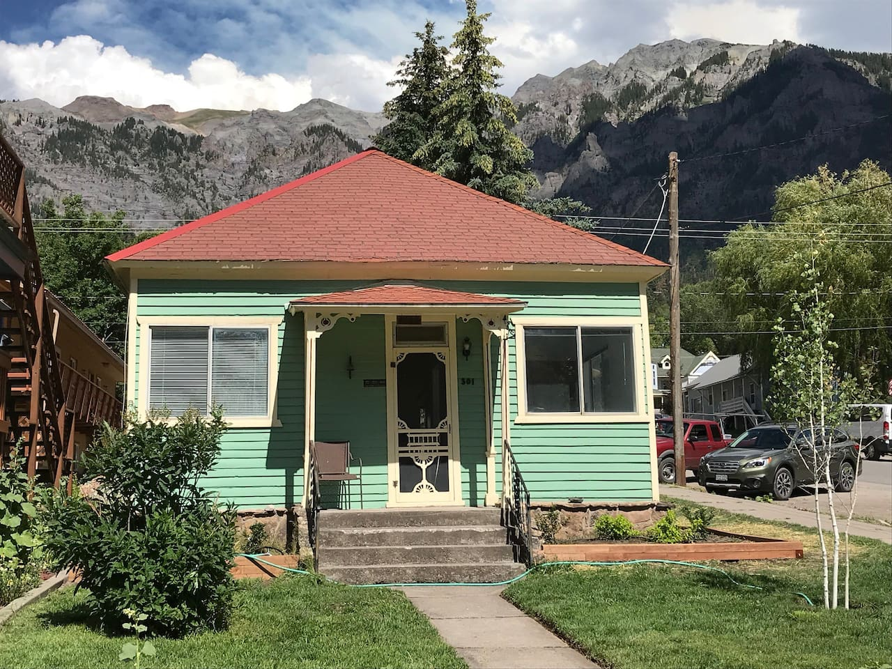Historic 1889 miner's cottage with views all around!