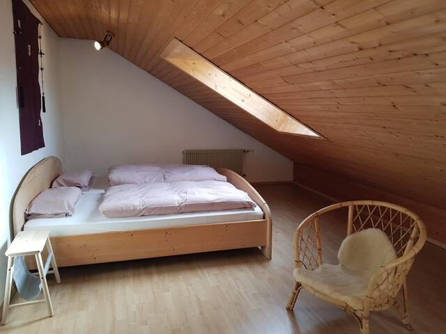 Gemütliches Dachgeschoßzimmer mit privatem Bad