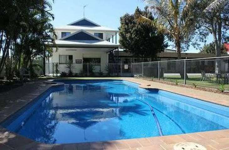 1 Bed Apartment Motel - 100 metre to Beach