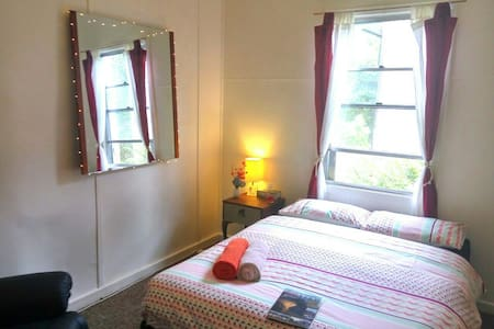 K. Towncenter, Cute Doublebedroom - Katoomba - Hus