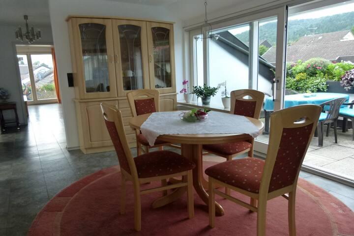 Ferienwohnung am Blütenhang, (Stockach), Ferienwohnung, 90 qm, 1 Schlafzimmer, max. 5 Personen