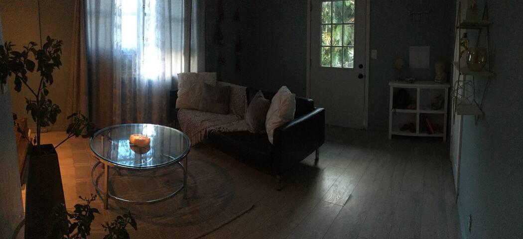 Guest Suite: Enjoy a Tropical Lifestyle