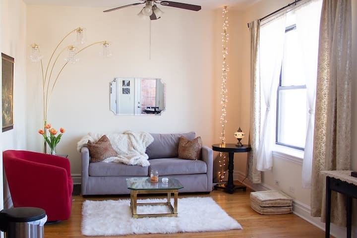 Private bath/queen bed- SUNNY - Logan Square