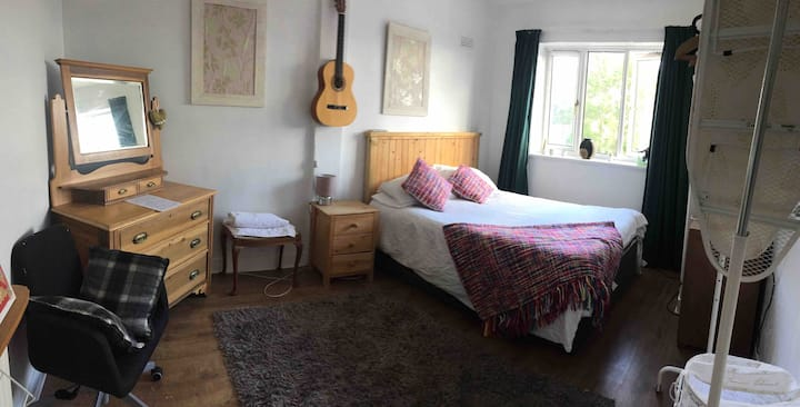 Large double room with free tea/coffee