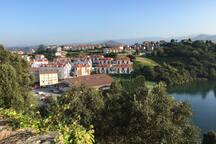 Vista del condominium al costado de la Ria.