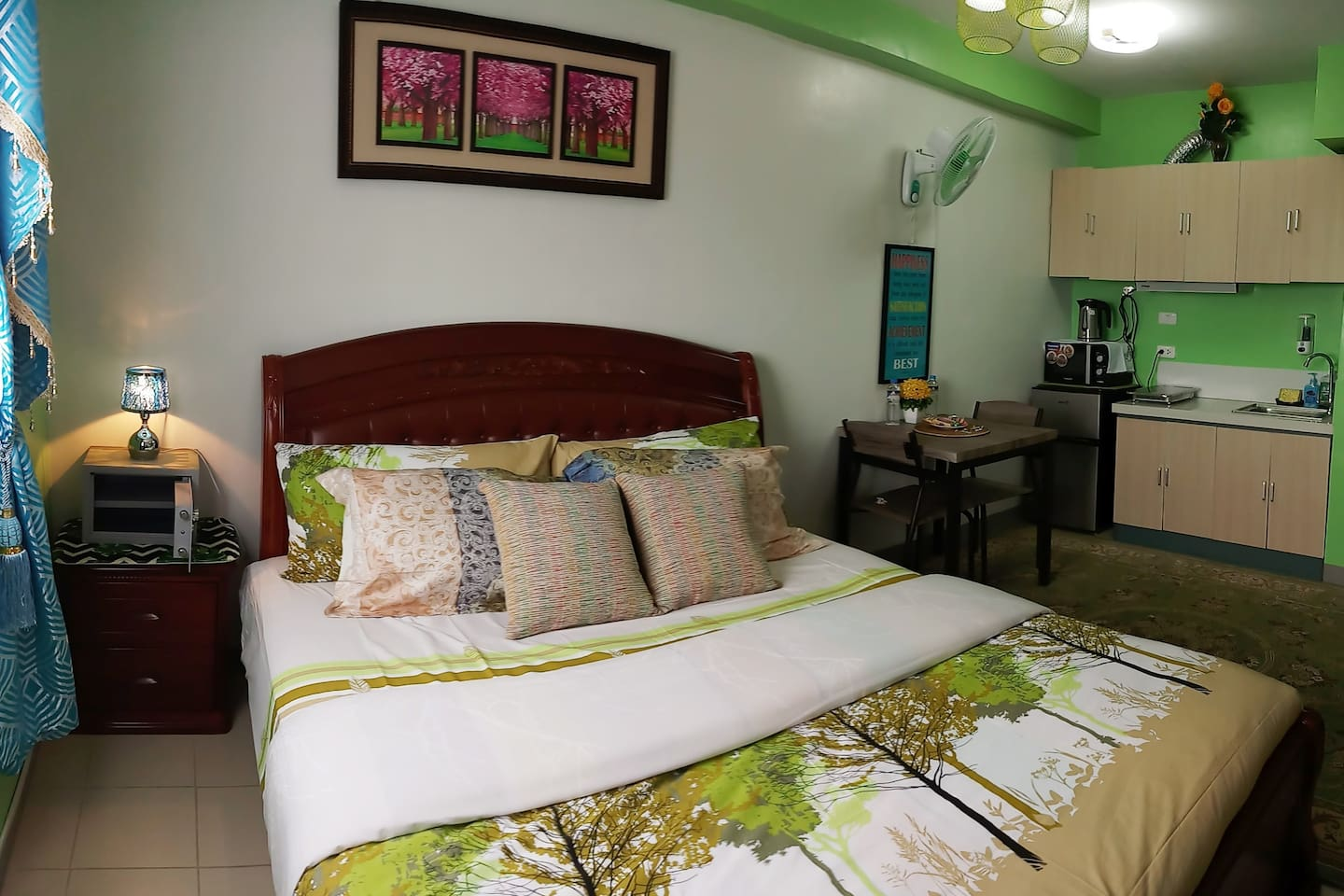With Super comfortable king size(biggest) bed and beddings.