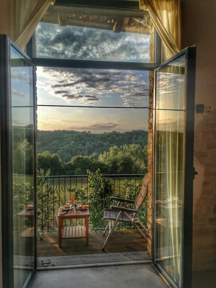 Rustic family villa in Italian hills