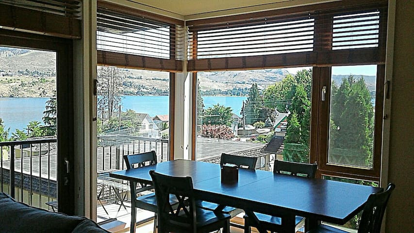 Lake View Retreat at Chelan Resort & Suites