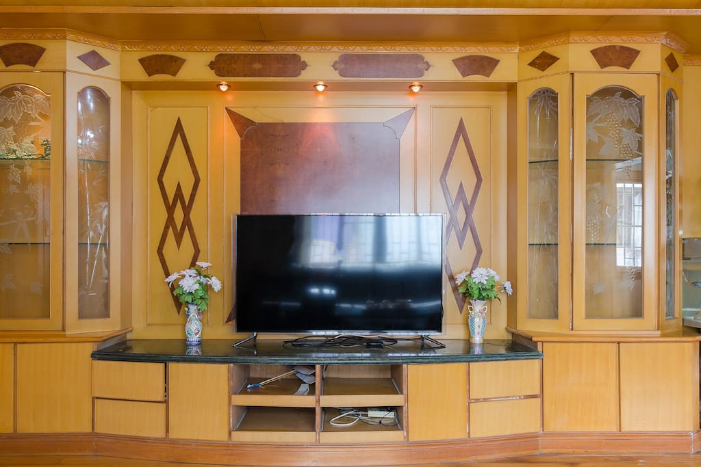 客厅大,朝东明厅、三星大屏幕智能电视、可点播3D电影、空调
