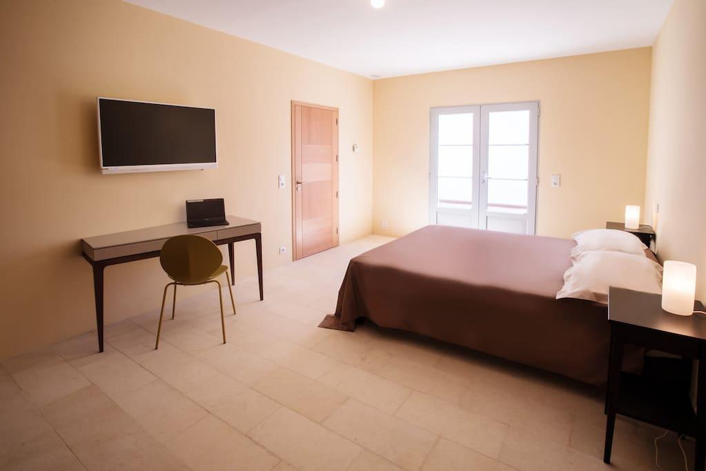 Chambre paille avec TV composée d'un lit de 160X200 ou de 2 lits 80X200 à choisir