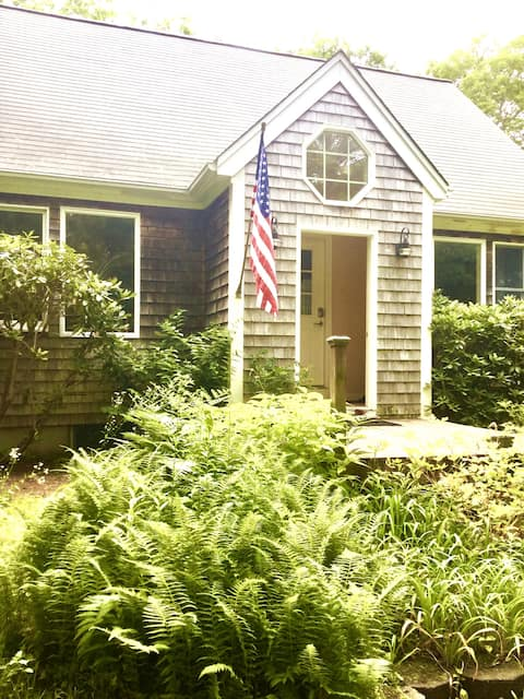 2 BR- Private Home in  Chilmark Woods with Hot Tub