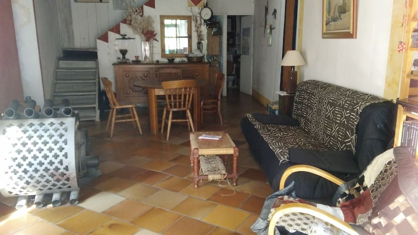 Chambre 15 m2 dans maison en pierre