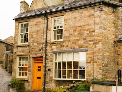 House on the Hill, Hawes
