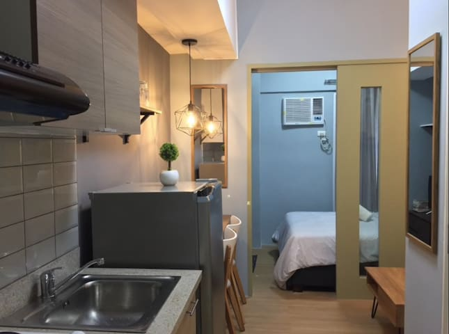 Stylish 1BR in Makati, 2mins to mall! 12f views
