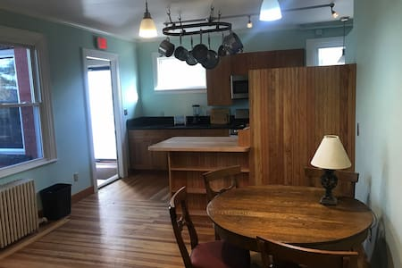 Large and elegant 3 bedroom, close to downtown