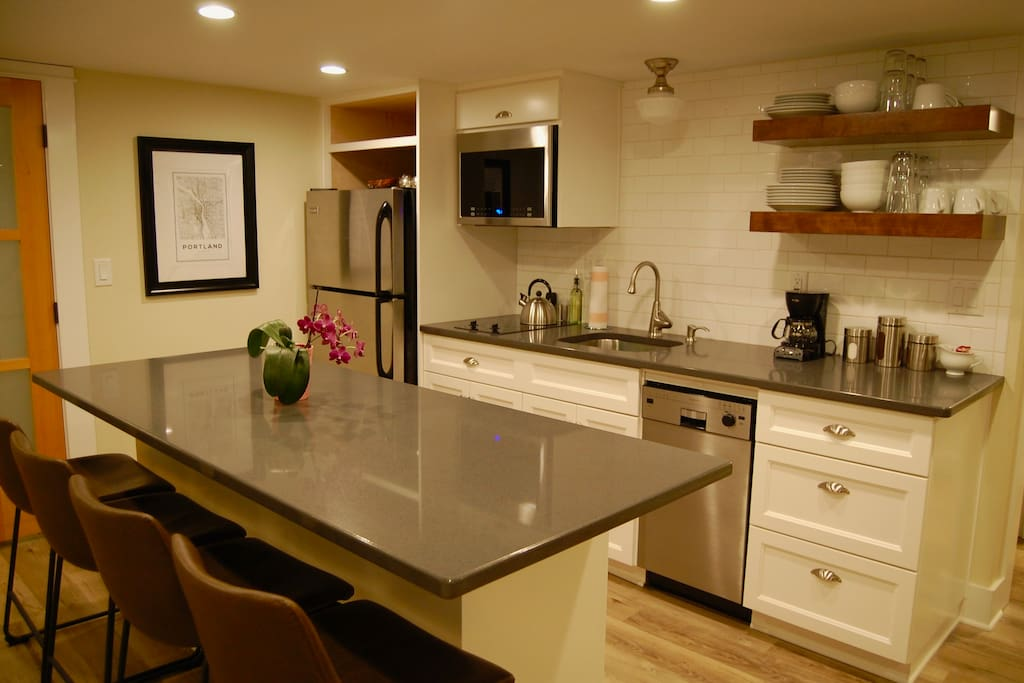 Kitchen with island dining, quartz countertops