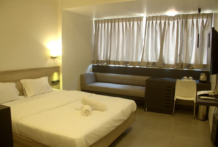 AC Executive Room close to the Railway station