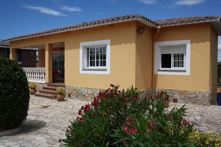 Casa familiar con piscina particular. - Lloret de Mar
