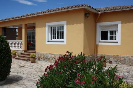 Casa familiar con piscina particular. - Lloret de Mar - Xalet