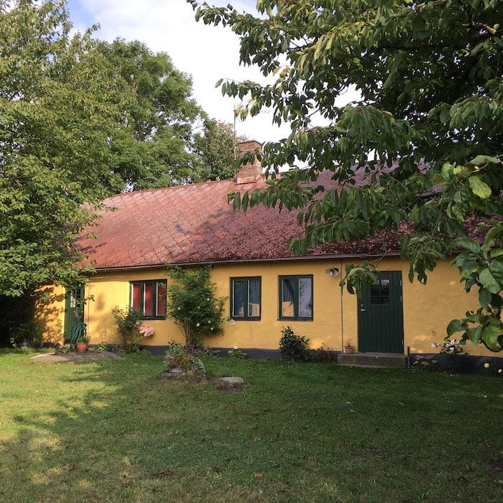 Charmigt hus på landet