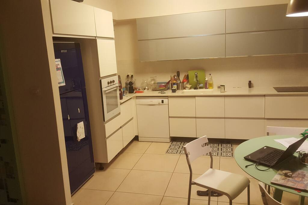 Our kitchen. It has everything you need: An oven, dishwasher, stove, microwave oven, juice extractor, espresso machine and much more