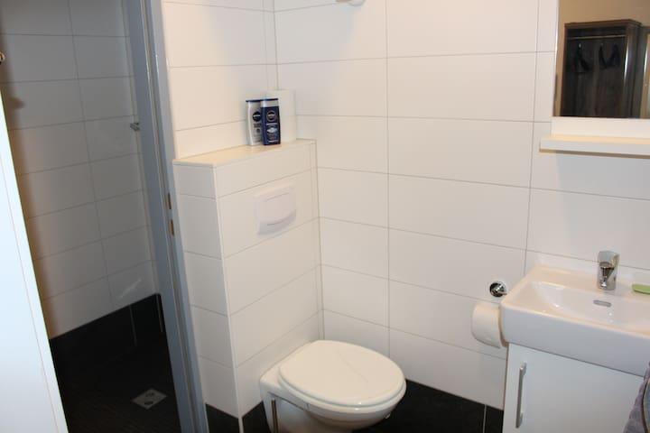 Gemütliche kleine Wohnung mit sehr guter Anbindung - Wiener Neudorf - Appartement