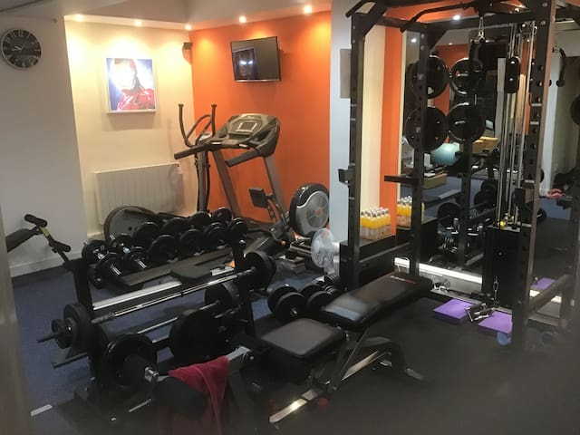 Use of gym for those wanting a workout