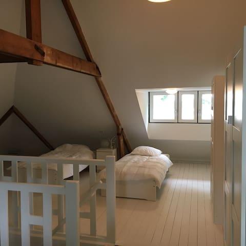 zolderkamer in hartje O'zaal Uniek - Oldenzaal - Townhouse