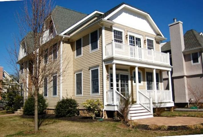 Luxurious House Four blocks from beach - Sea Girt - Huis