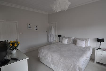 Spacious double/twin room in Edwardian house - Lytham Saint Annes - Talo