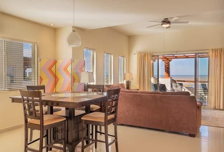 Comfort and Serenity in a Beachside Condo