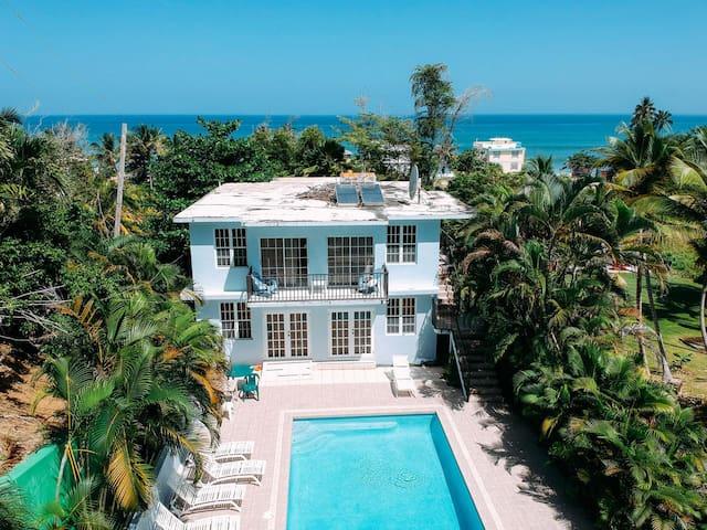 ✸ 3 units w/pool a min walking to Sandy Beach ✸