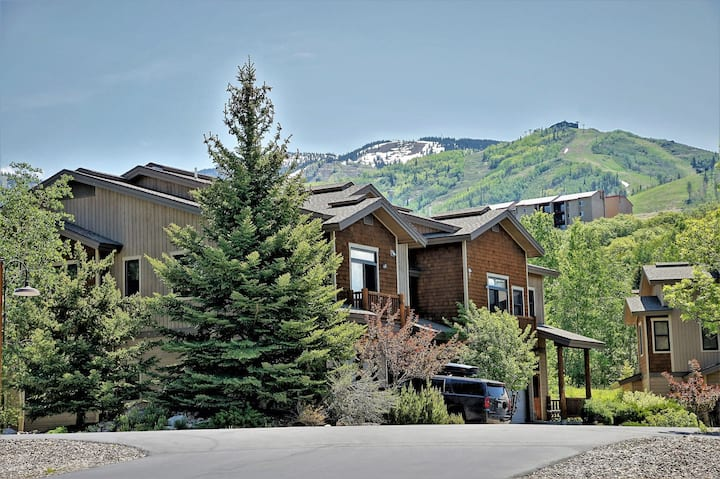 *Discount Lift Tickets* Hot Tubs, Private Washer/Dryer, Deluxe End Unit Townhome