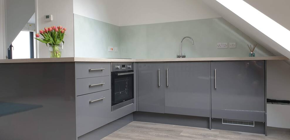 Self contained, private, secluded flat, Surrey