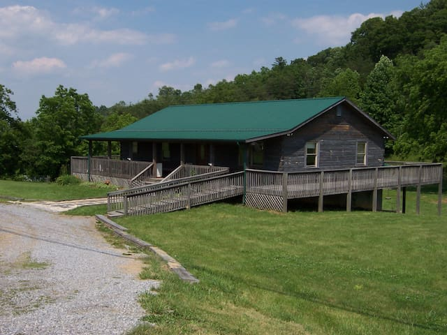 Cabin near Holston river & Bristol Motor Speedway - Bluff City - Stuga
