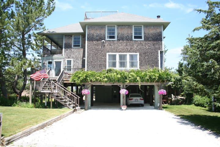 ~~All Decked Out ~~ Beautiful 4 BR/3BA Sleeps 12