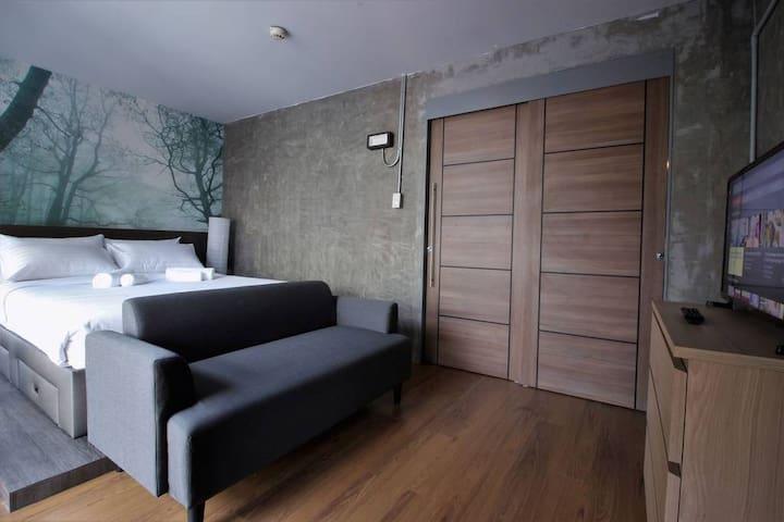 Silom Private Room near Surasak BTS (Free Wi-Fi)